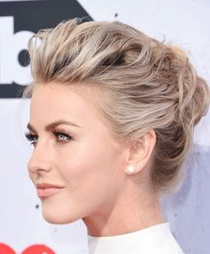 [Hair and beauty]Prom Hair Updo curly julianne hough Prom Hair Updo, Short Hair Updo, Short Hair Cuts, Curly Hair Styles, Updo Curly, Bun Hairstyles, Wedding Hairstyles, Julianne Hough Short Hair, Bridal Hair