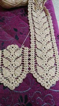 Crochet Scarf Pattern: I couldn't find the pattern for thi Crochet Leaf Patterns, Crochet Leaves, Crochet Motifs, Thread Crochet, Crochet Designs, Crochet Crafts, Crochet Doilies, Diy Crafts, Crochet Curtains