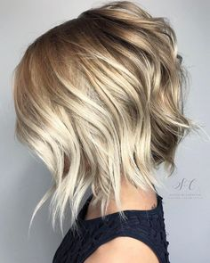 Choppy Angled Blonde Bob with long angled layers Choppy Bob Hairstyles, Short Bob Haircuts, Choppy Hair, Choppy Bobs, Hairstyles 2018, Short Bobs, Wavy Bobs, Layered Haircuts, Short Curly Blonde Hairstyles