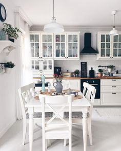 Home Decor Kitchen, Kitchen Interior, Home Interior Design, Home Kitchens, Table Design, Küchen Design, Dining Room Inspiration, Home Decor Inspiration, Cuisines Design