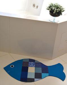 Tapete de patchwork em formato de peixe.  100% algodão.  Ótimo acabamento.  Feito sob encomenda, diversas cores.