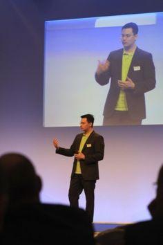 Panya Putsathit von meinfernbus.de sprach auf dem Kongress der CCW 2013 zum Thema Customer Experience und Kundenzufriedenheit. Sehr interessant!