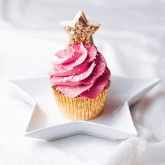 It's pretty much the law that we love everything Juniper Cakery post on Instagram but this cute little Christmas tree cupcake stole our hearts this week!