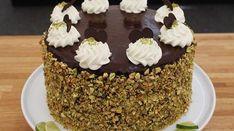 Lækker og frisk chokoladelagkage med et fint snit af et hjerte indeni. Kagen er god som dessert efter en lækker middag med et koldt glas mousserende vin. Food Cakes, Cake Recipes, Food And Drink, Birthday Cake, Smuk, Favorite Recipes, Sweets, Bread, Chocolate