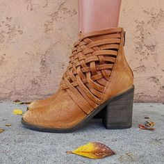 Hello, boot season! #fall #boots #sotd