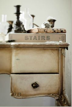 The San Francisco home of stylist Rosy Strazzeri-Fridman is just so incredibly beautiful with its pale, creamy shades against the backdrop . Vintage Love, French Vintage, Shabby Chic Antiques, Antique Paint, Antique Desk, Cozy Corner, Interior Stylist, Wabi Sabi, Cottage Style
