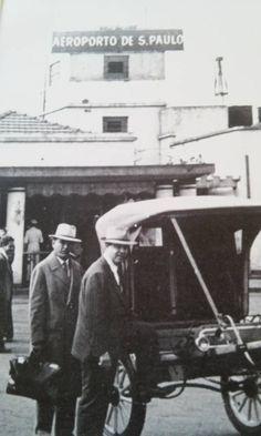 Foto de uma charrete que transportava os viajantes que desciam no Aeroporto de Congonhas. Eram tempos do racionamento de combustível imposto na cidade pela 2ª Gerra mundial.