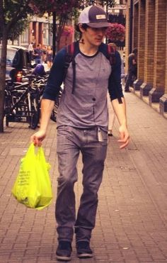 Colin walking to the Globe - The Tempest. Photo by Nicole @Narlth  2013
