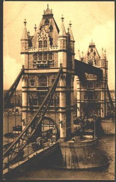 A photo of the spectacular Tower Bridge, taken in 1906.