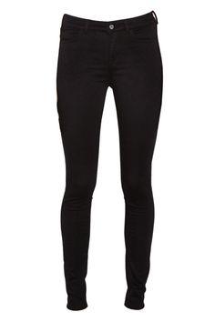 ELLE+Loves:+12+Pairs+of+Black+Jeans+Our+Editors+Swear+by+++-+ELLE.com