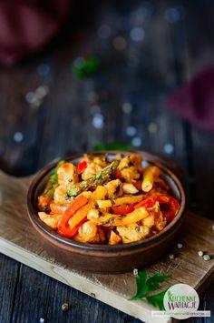 Gulasz z indyka z fasolką szparagową, papryką i szparagami