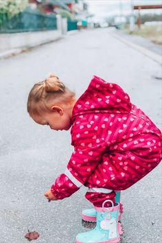 Entdecke unsere angesagten Regenklamotten für Kinder.  #kindermode #kidsfashion #kinderkleding  #rain #overall Green Environment, Baby Boy Clothing Sets, Short Break, Most Beautiful Cities, Bali Travel, Overall, Healthy Relationships, Have A Great Day, Kind Mode