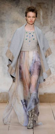 Laura Biagiotti at Milan Fashion Week Fall 2017 - Runway Photos Laura Biagiotti, Live Fashion, Fashion Show, Winter 2017, Fall Winter, Milano Fashion Week, Sweet Style, Classy And Fabulous, Italian Fashion