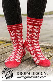 Holiday Hearts / DROPS Extra - Free knitting patterns by DROPS Design Free knitting patterns and crochet patterns by DROPS Design Knitted Socks Free Pattern, Knitting Patterns Free, Free Knitting, Crochet Patterns, Drops Design, Knitting Stitches, Knitting Socks, Needle Tatting Tutorial, Magazine Drops