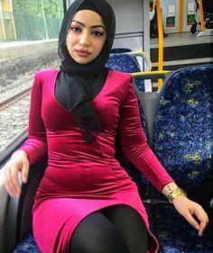 Arab Girls Hijab, Girl Hijab, Muslim Girls, Beautiful Muslim Women, Beautiful Hijab, Beautiful Asian Girls, Iranian Women Fashion, Turkish Fashion, Muslim Beauty