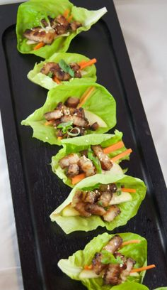 Tuna rolled with tuna - Clean Eating Snacks Lettuce Wrap Recipes, Lettuce Wraps, Clean Eating Snacks, Healthy Snacks, Salat Wraps, Pork Belly Recipes, Lamb Recipes, Best Carrot Cake, How To Cook Pork