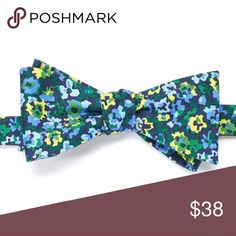 Floral bow tie Product Details Distinguish yourself from the crowd with this men's Chaps self-tie bow tie. The floral pattern will make you memorable.   PRODUCT FEATURES Self-tie design Adjustable neckband FABRIC & CARE Silk Accessories