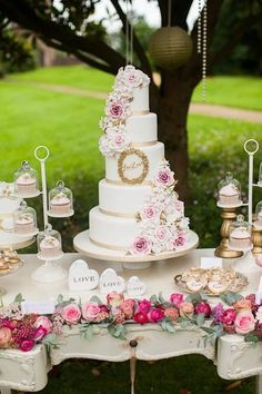 Dessert Tablescape | Pink & gold wedding cake by www.annatylercakes.co.uk