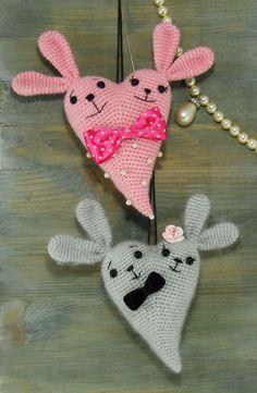 Bunny Heart Amigurumi - Free Crochet Pattern - English Version Online, Pay to Print Crochet Teddy, Easter Crochet, Crochet Bunny, Cute Crochet, Crochet Toys, Holiday Crochet, Crochet Gifts, Amigurumi Doll Pattern, Little Presents