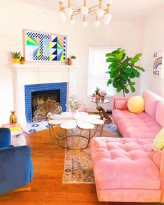 So excited to finally show you guys our living room at casa de la Sophie & Michael that just got a little brighter thanks to our… Colourful Living Room, Colorful Rooms, Colourful Home, Colorful Decor, Colorful Apartment, Bright Decor, Coral Living Rooms, Retro Apartment, Colorful Couch