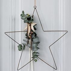 Gwiazda także do zawieszania min.na drzw #scandi_concept #madamstolzt #homesweethome #homedesign #homedecor #nordiclove #nordicdesign #nordicstyl #scandilovers #scandiinterior #christmas #star #whiteinterior #detail #noel #star #stardeco #green #trees #styllife #simplelife