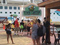 Honduras: Un crucero repleto de turistas llega a diario a Roatán.  Hay muchas formas de llegar a la encantadora isla de Roatán, ya sea por barco navegando en los lujosos cruceros del mundo. http://www.laprensa.hn/honduras/1061841-410/un-crucero-repleto-de-turistas-llega-a-diario-a-roat%C3%A1n