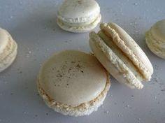 Cette semaine, voici une délicieuse recette de macarons du grand Pierre Hermé. Il s'agit des macarons à la vanille. Une tuerie :) #macarons #vanille #pierrehermes #dessert #patisserie