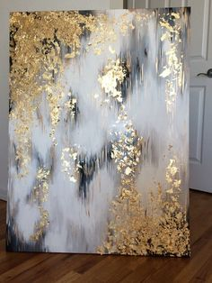 Love this DIY Abstract Art With A Golden Touch! Check out all of these simple diy art ideas you can make and just hang up in your home to add some much texture and elegance to your space! Hand Painted Canvas, Diy Canvas Art, Wall Canvas, Art Feuille D'or, Bild Gold, Gold Acrylic Paint, Gold Leaf Art, Art Diy, Painted Leaves