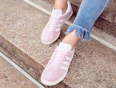 Sneakers sind ein muss in einem Kleiderschrank!  Bei About You findest du eine grosse Auswahl an Sneakers von top Marken wie Converse, Adidas und Puma bereits ab 10.60!  Hier bestellen: http://www.onlinemode.ch/sneakers-von-top-marken-stark-reduziert/