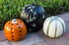 Spiders, dots and stripes ... pumpkin decorating ideas