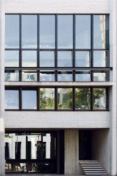 BINNENKIJKEN. Stads beton met groene toets - De Standaard: http://www.standaard.be/cnt/dmf20140530_026?pid=3328721