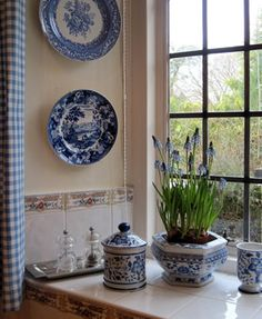 So beautiful...simple yet timeless elegance.  #blueandwhite