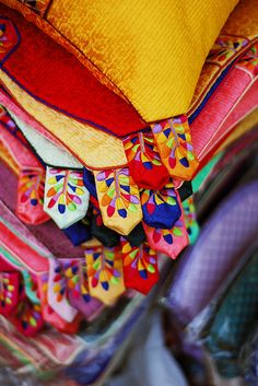 KOREA_Korean Traditional Crafts 6 (Insadong) by koreaholic Korean Traditional Dress, Traditional Art, Korean Colors, Korean Crafts, Korean Design, South Korea Travel, Korean Hanbok, Korean Art, Korean Style