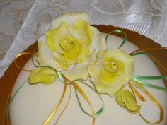 Come fare delle rose con la pasta di zucchero - DolciAiuti.com