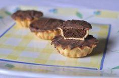 Di bocconotti in Abruzzo se ne sfornano tanti, ognuno una ricetta, ognuno  un racconto e una sfumatura diversa. E questi sono super golosi, con doppio  cioccolato.