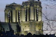 C'est en gravissant les 387 marches de la Tour sud de Notre-Dame que l'on a le meilleur point de vue sur les gargouilles, les sculptures chimériques ainsi que sur le bourdon du XVIIe siècle, sans compter que ce n'est pas tous les jours que l'on peut avoir Paris à ses pieds. © David GUEZ