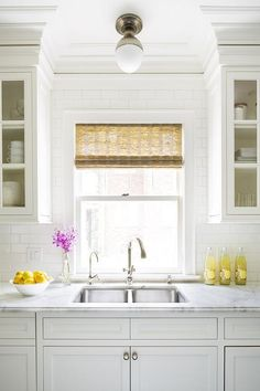 Chic kitchen features white cabinets painted Benjamin Moore White Dove paired with calacatta gold extra marble countertops and a white subway tiles backsplash. Kitchen Wall Design, Kitchen Wall Tiles, Kitchen Decor, Kitchen Backsplash, Kitchen Styling, Layout Design, Design Ideas, Kitchen Sink Lighting, Benjamin Moore