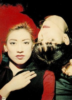 Miki Berenyi and Emma Anderson