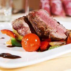 Fein essen im Restaurant vom Hotel #Wagrainerhof Restaurant, Tuna, Steak, Beef, Fish, Diner Menu, Culinary Arts, Home Made, Food Food