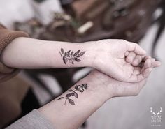 Matching vintage floral tattoos by Zihwa