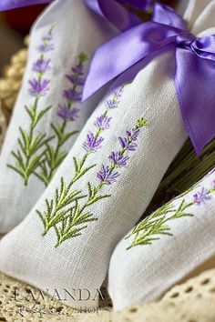 Lavender bags - like the shape - could hand embroider Lavender Crafts, Lavender Bags, Lavender Sachets, Lavender Fields, Lavender Wreath, Ribbon Embroidery, Cross Stitch Embroidery, Embroidery Patterns, Machine Embroidery