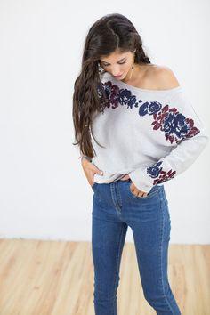 Verspielter #Longsleeves mit #Blumenmuster. #Pullover mit weitem Ausschnitt und Blumenborte. / spring #fashion for women: #sweater with #floral print made by Shoko via DaWanda.com