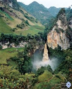 Waterfall of Tajumbina, located in the National Park of Doña Juana, Nariño… Colombian Cities, Colombian Culture, Colombia Travel, Colombia South America, South America Travel, Travel Around The World, Around The Worlds, Country Landscaping, Waterfalls