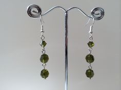 Oorbellen met groene preciosa kristal kralen