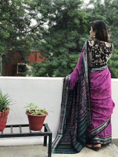 love the sari and the blouse separately, not together. Sambalpuri Saree, Saree Dress, Fancy Blouse Designs, Saree Blouse Designs, Blouse Patterns, Indian Bridal Sarees, Indian Beauty Saree, Sari Design, Indian Fashion Trends