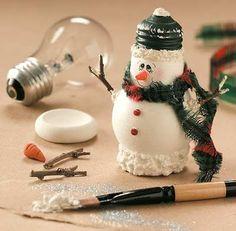 Decoração de natal: Faça você mesmo   Economia e ...sustentabilidade...Lâmpadas queimadas e criatividade transformam lixo em decoração.
