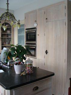 Kitchen is massive oak, design and creation by Antiek & Interieur Den Ouden Overzet/Belgium