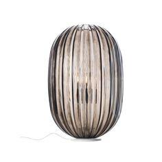 Sommige lampen hebben het wow-effect. Daar kijk je naar en verrast je door de lichtval die je ziet. De Foscarini Plass Media tafellamp is een typisch voorbeeld van een design tafellamp die iedereen verrast. Heel mooi van Foscarini.