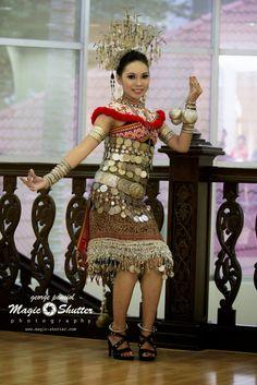 Cecilia Jonathan  Miss TOURISM BHF 2014  Photo credit:MAGIC SHUTTER Subsidiary Title@Borneo Hornbill Festival 2014