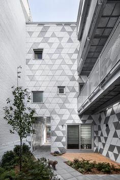 Geode / Crystalline / Metal / Multihousing / Materiality / Brick / Innovation / Mezzanine / LEED / Urban strategy / Urban project / Mineral / Monolithic / Courtyard / Light / Ecologic architecture / Rock / Masonry